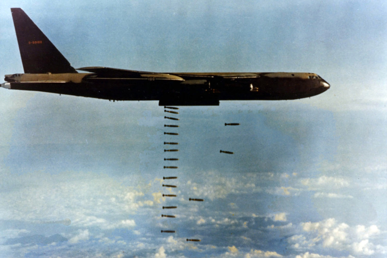 Bomber dropping bombs in Operation Linebacker during the Vietnam War image  - Free stock photo - Public Domain photo - CC0 Images