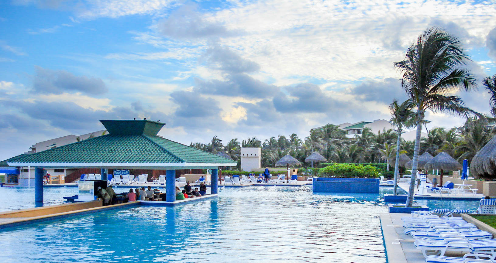 Pool Bar in Cancun, Mexico image - Free stock photo - Public ...