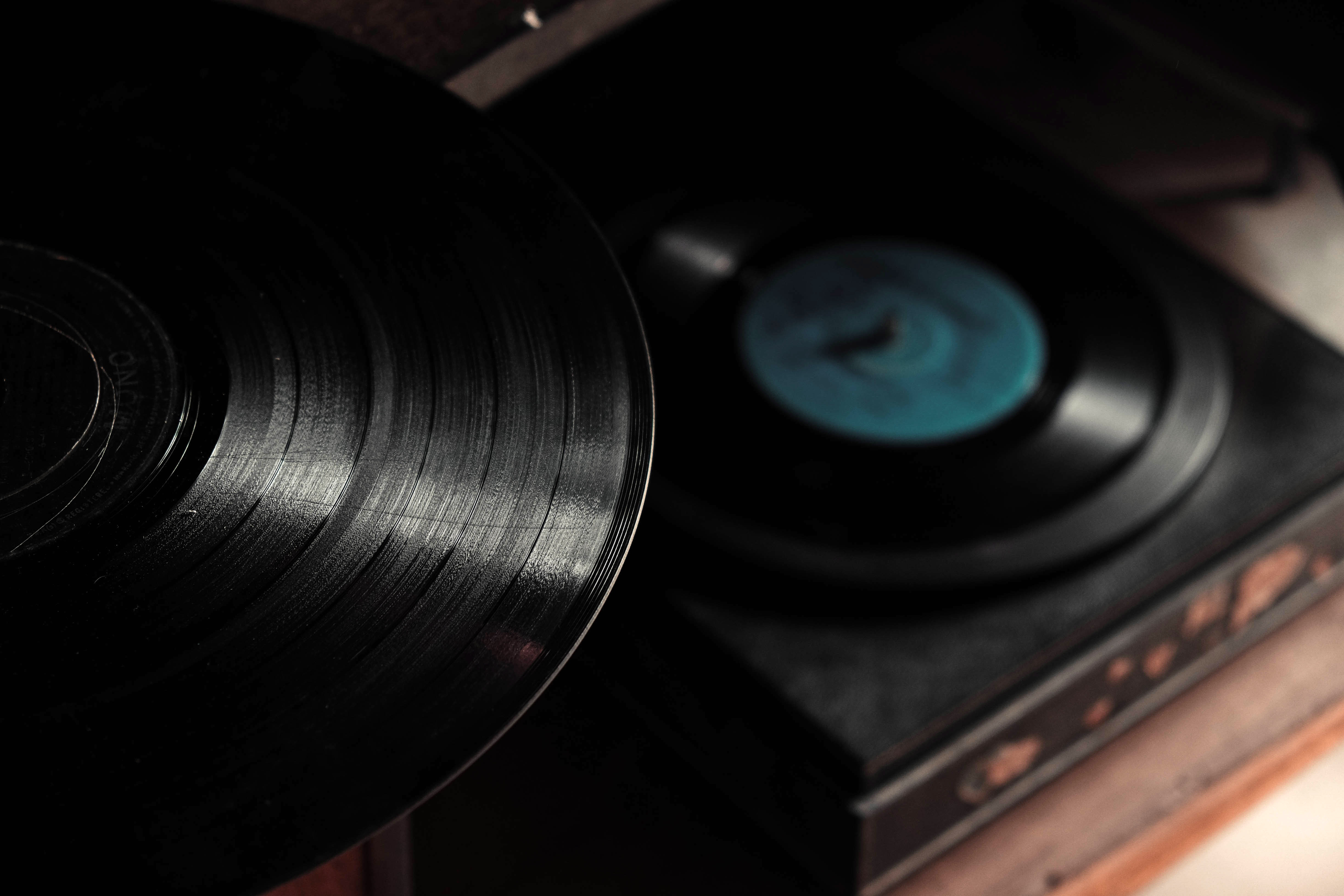 Record Players and disks image - Free stock photo - Public