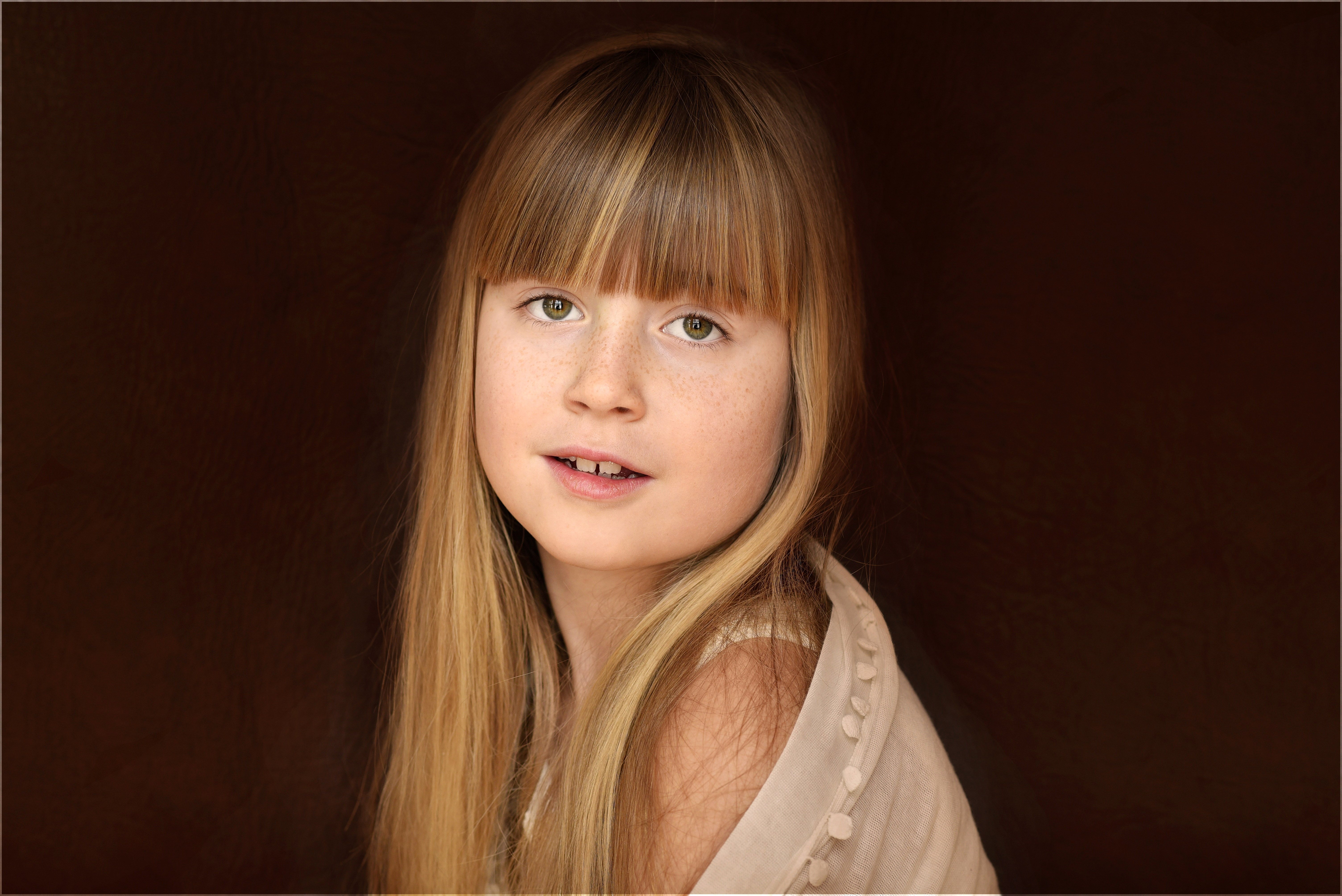 Little girl with blonde hair — photo 2