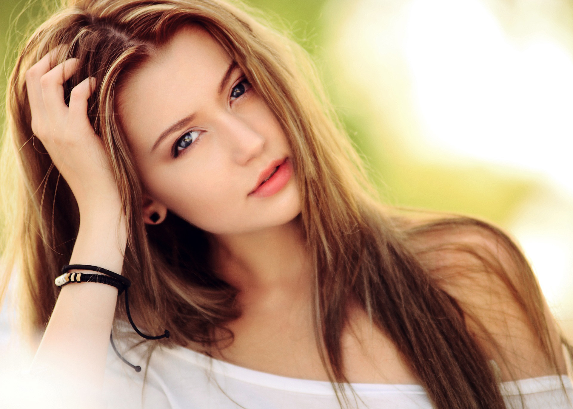 Beautiful Girl with long hair and pretty eyes image - Free stock ...