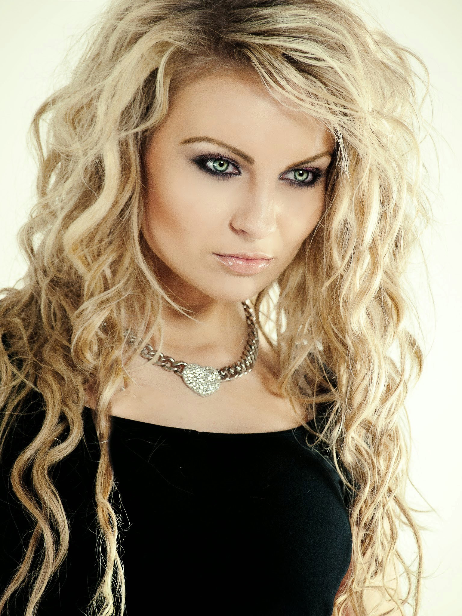 Beautiful Woman With Blonde Hair With Green Eyes Image Free