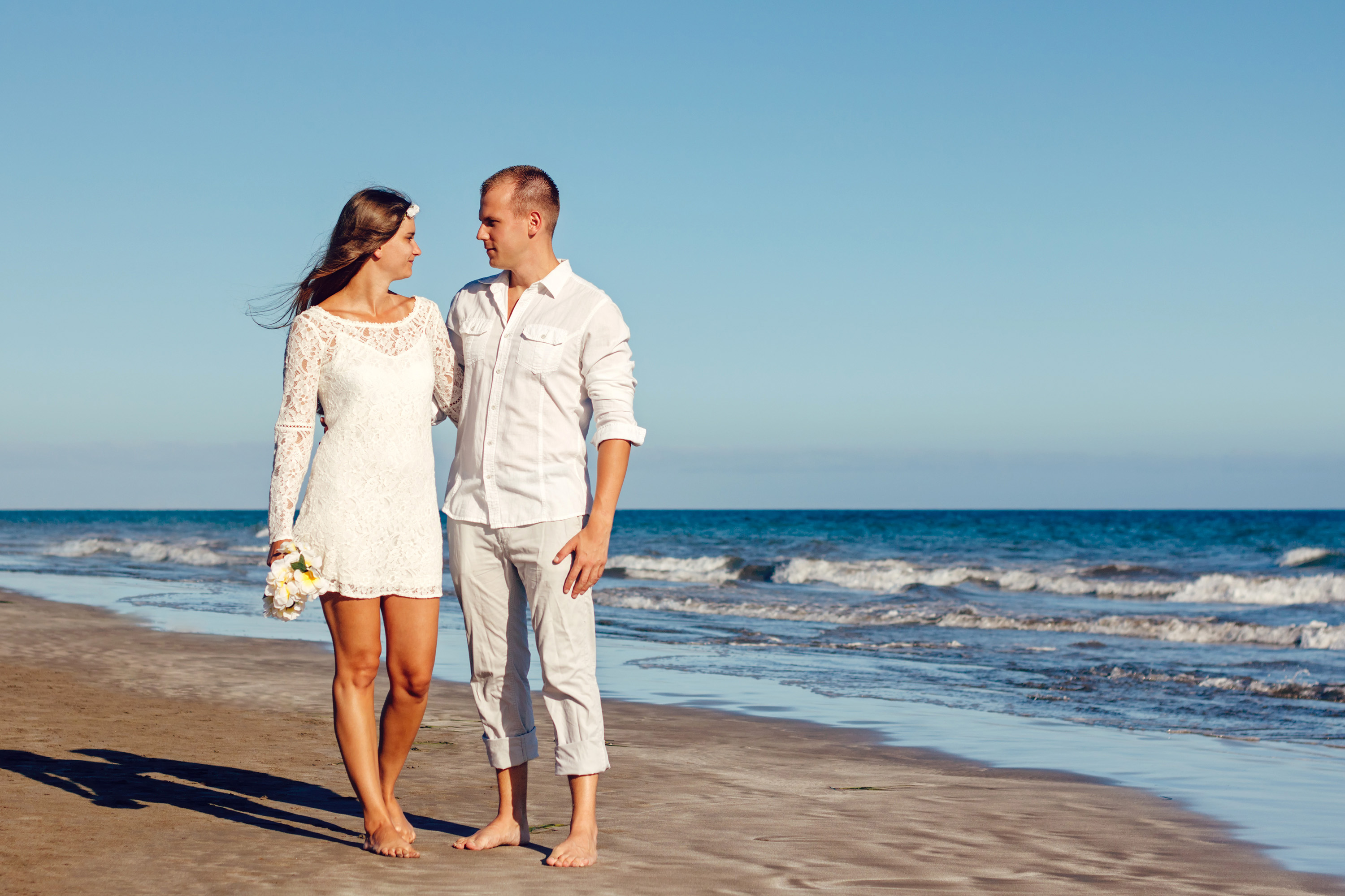 Couple in white clothes on the seaside image - Free stock photo - Public Domain photo - CC0 Images
