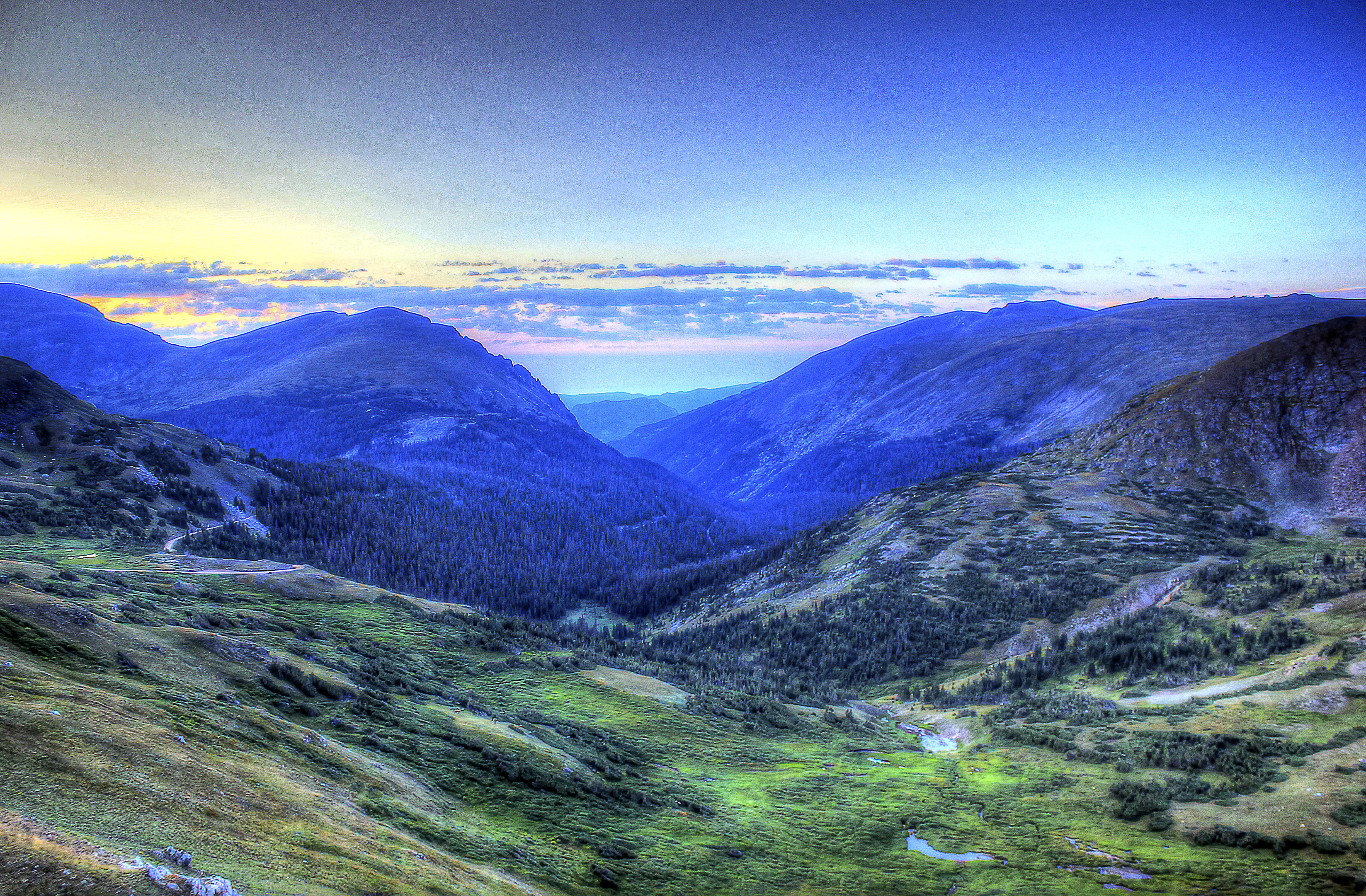 Scenic Mountains in the Morning at Rocky Mountains National Park ...