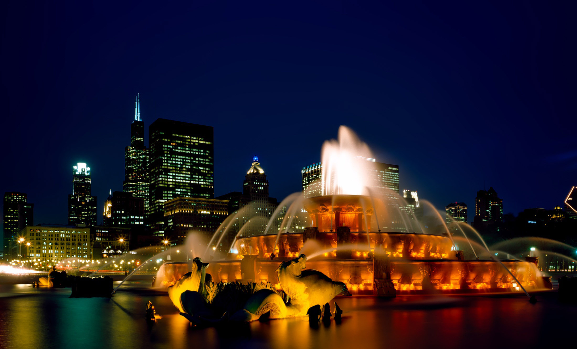 Chicago Fountain And Skyline At Night Image Free Stock Photo Public Domain Photo Cc0 Images