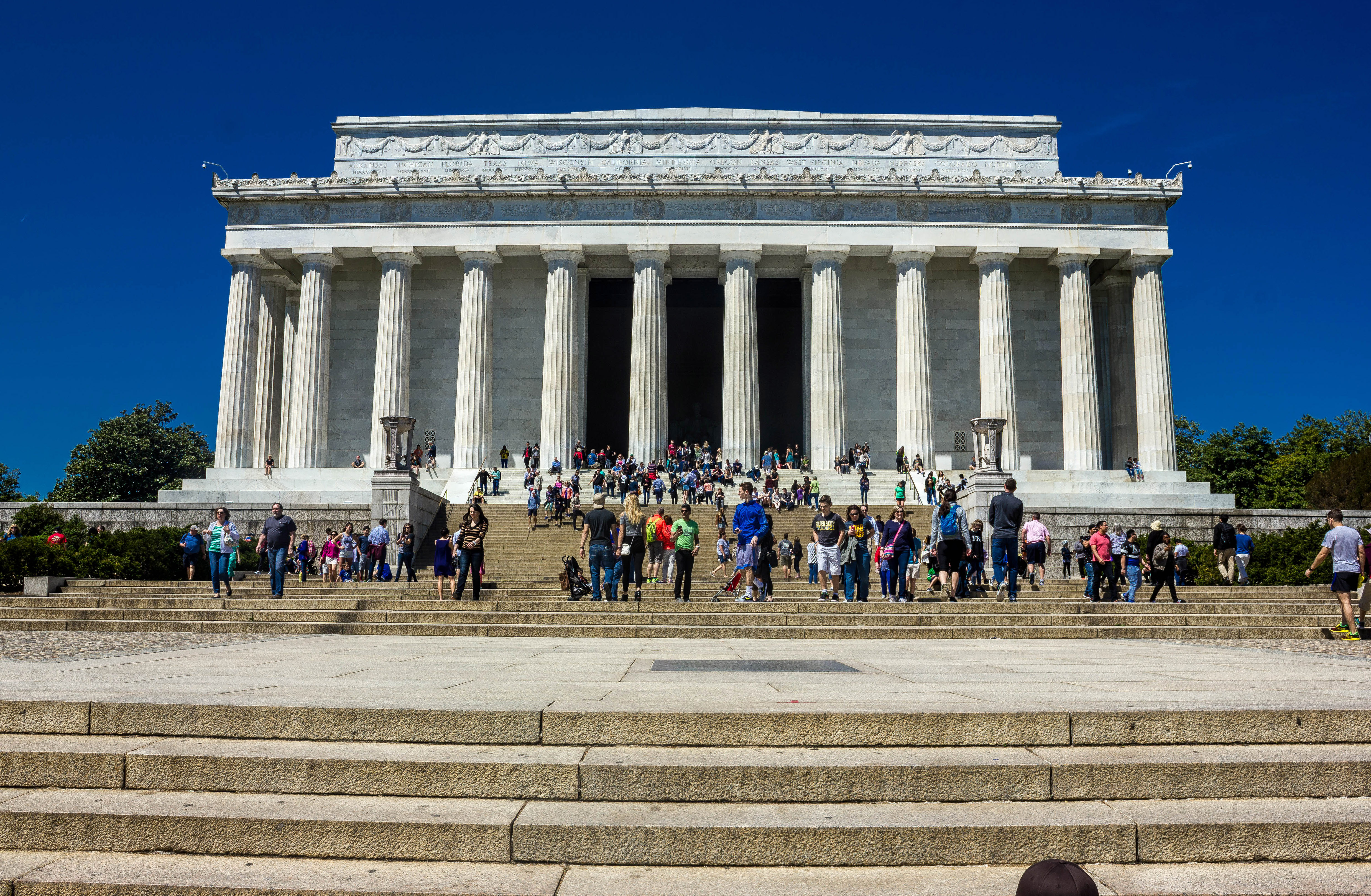 lincoln memorial building clipart. people on the steps of lincoln memorial in washington dc building clipart