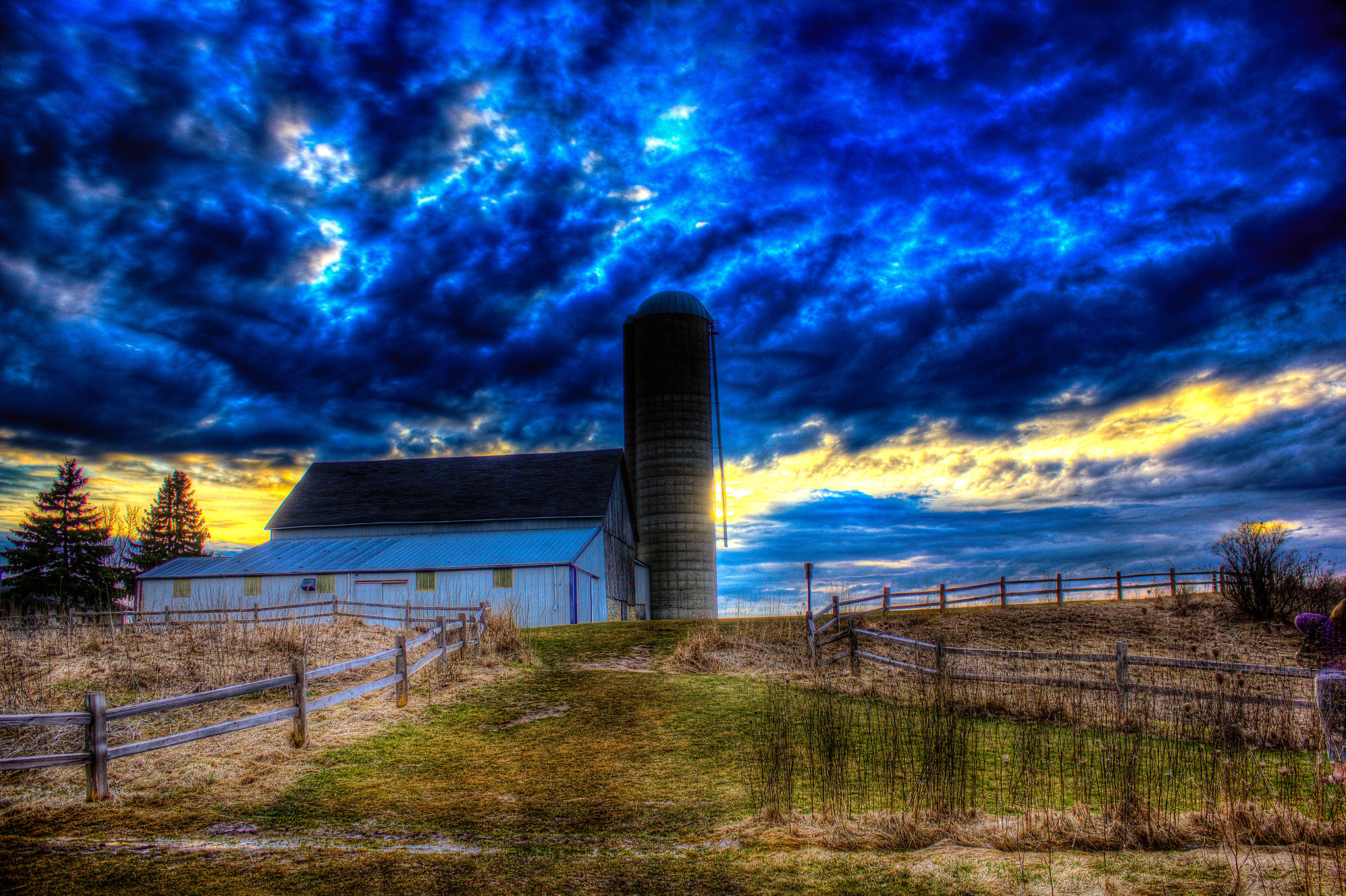 Splendid Skies And Landscapes With Barn And Silo At