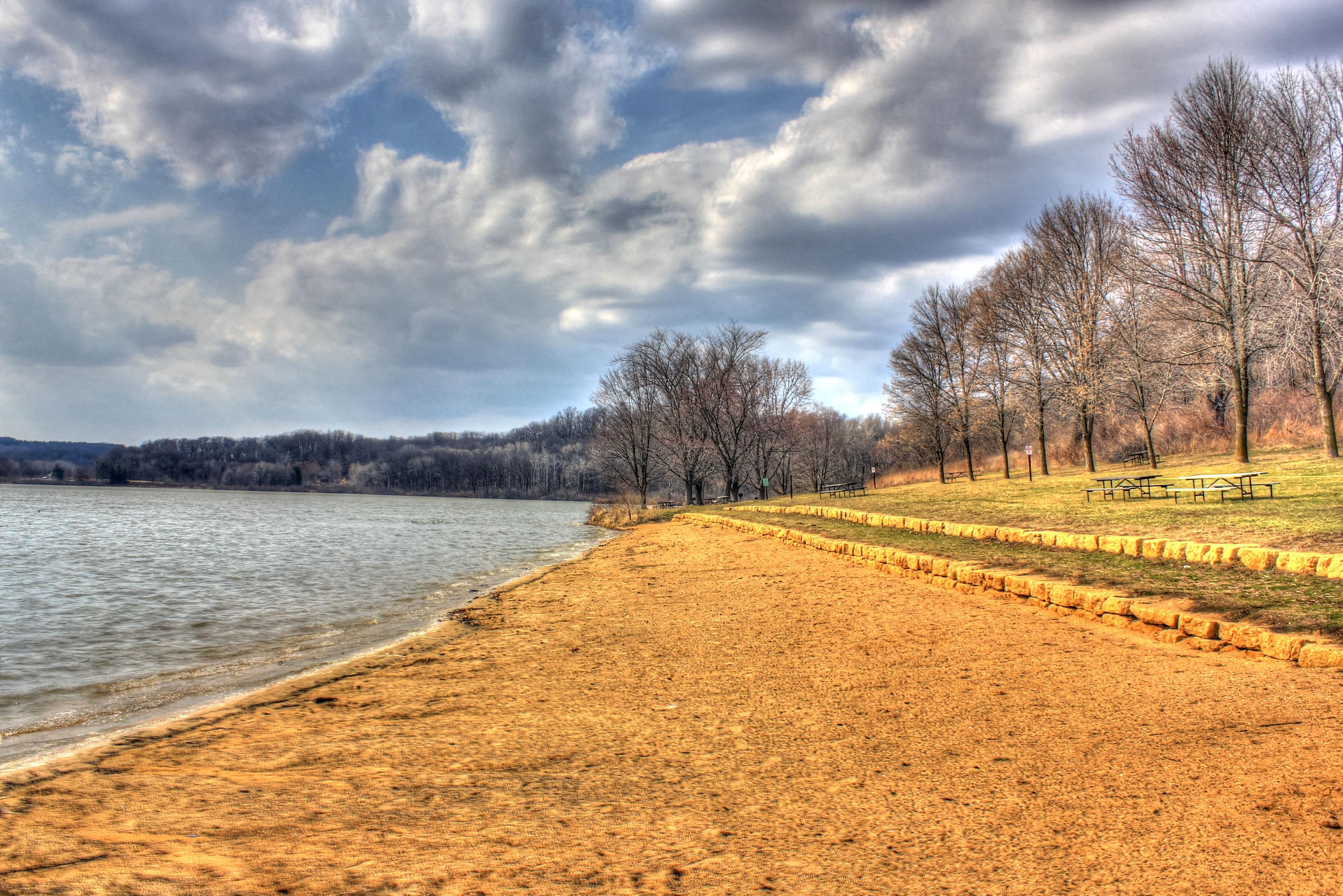 yellowstone-lake-shoreline.jpg