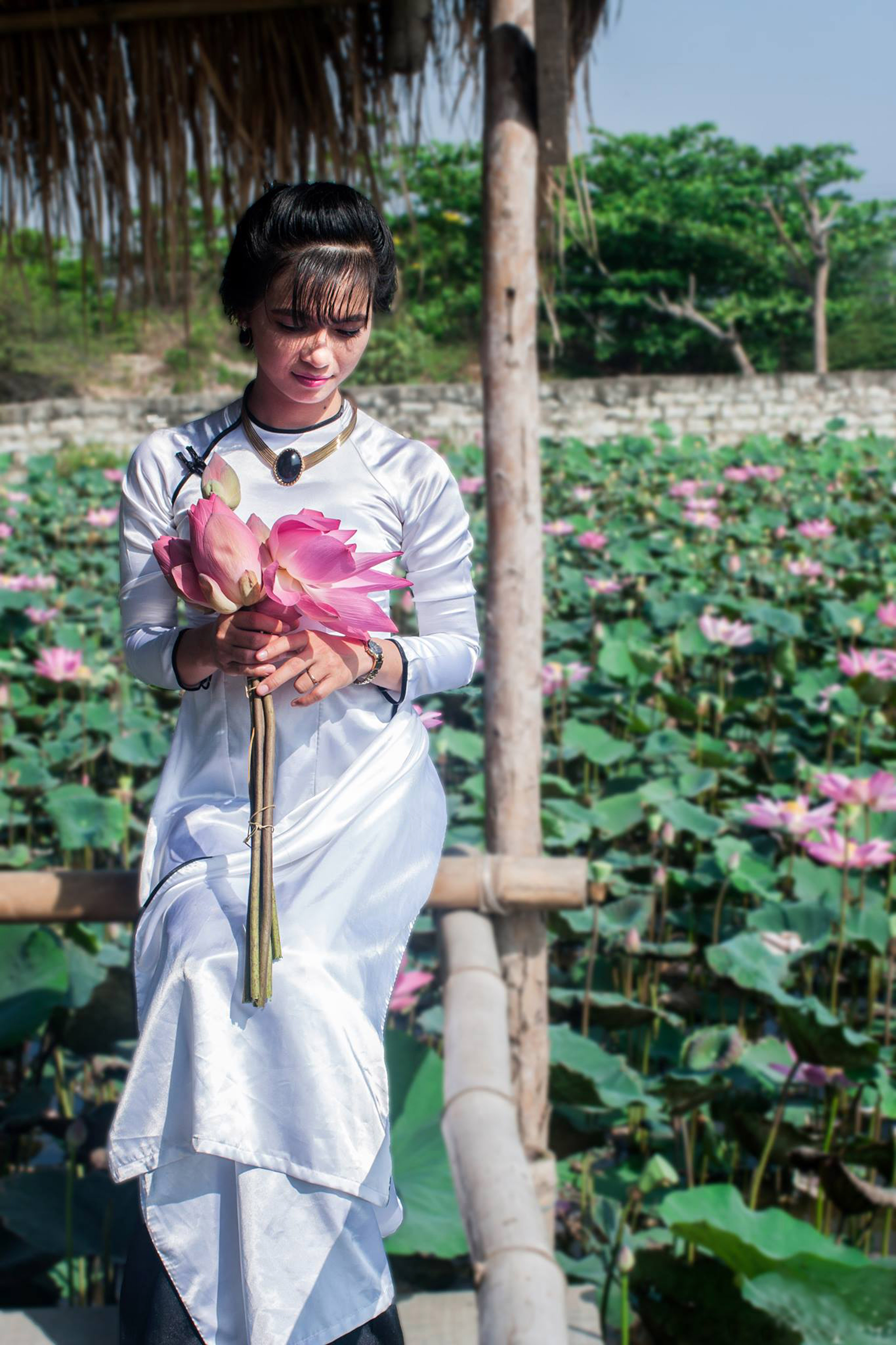 Bride In White And Roses In Vietnam Image Free Stock