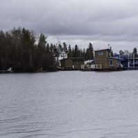 Dwellings on the shores of Great Slave lake in Yellowknife