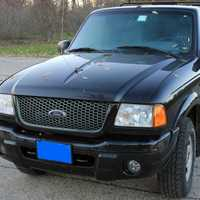 Black Ford Ranger XLT