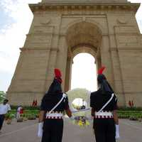 Indian Army Soldiers paying tribute to Martyrs