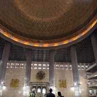 President Barack Obama and Michelle Obama visit Istiqlal