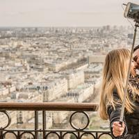 Couple kissing while holding a selfie