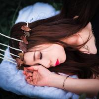 Girl sleeping with a crown of leaves