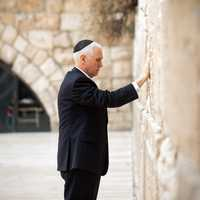 Mike Pence praying on the pray wall