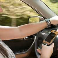 teenager-texting-on-phone-while-driving-a-car