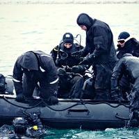 US Navy Operatives doing explosive ordinance disposal