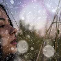 womans-face-in-the-snow