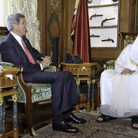 Hamad bin Khalifa Al Thani with John Kerry in Qatar