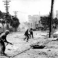 Soldiers fighting in Seoul , South Korea during the Korean War