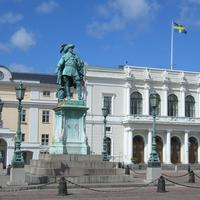 Gothenburg Town Hall with statue
