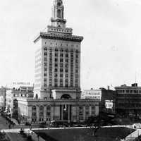 Oakland City Hall and central plaza in 1917 in California