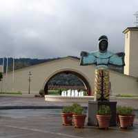 Robert Mondavi Winery with statue in front