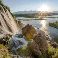 Sunlight and majestic waterfalls on the snake river in Idaho