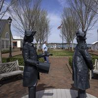 Statue of Two Colonial Gentlemen in Yorktown, Virginia