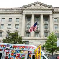 Food Cart in front of Federal building in Washington DC